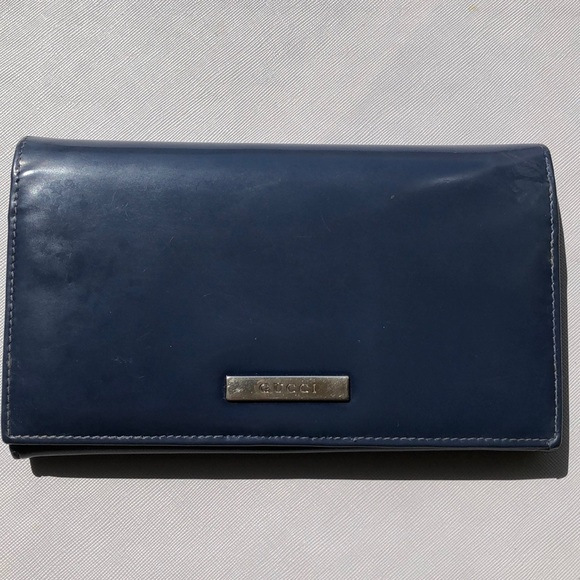 Gucci Handbags - Authentic Gucci wallet